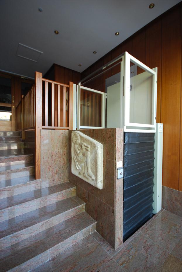 Plataforma vertical izaro elevador de corto recorrido for Salvaescaleras vertical